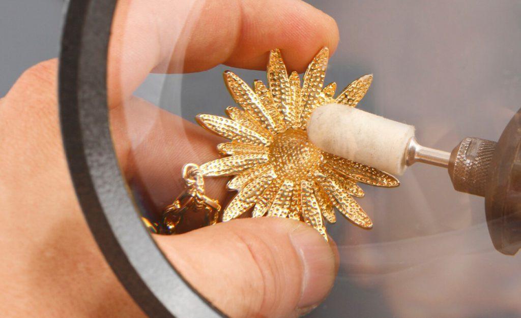 Limpiar joyas de oro profesional